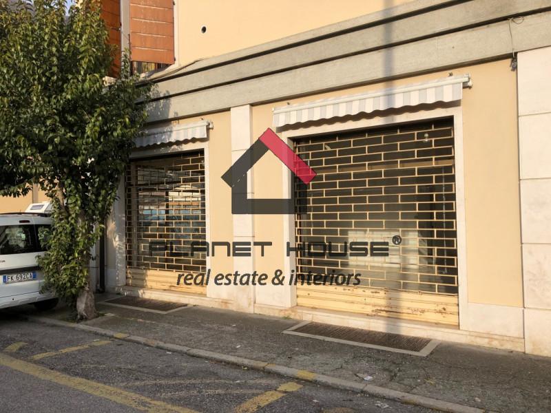 Negozio / Locale in affitto a Villanuova sul Clisi, 9999 locali, zona Località: Villanuova Sul Clisi, prezzo € 900 | CambioCasa.it