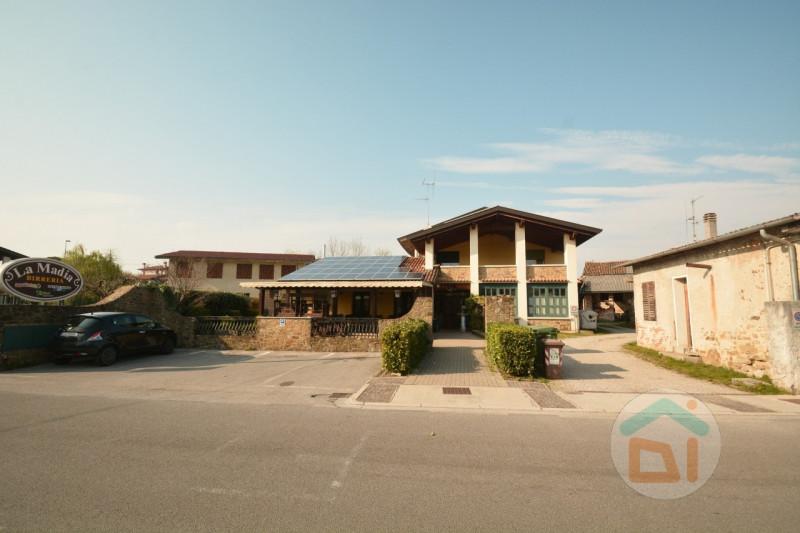 Immobile Commerciale in vendita a Mossa, 4 locali, zona Località: Mossa - Centro, prezzo € 300.000   CambioCasa.it