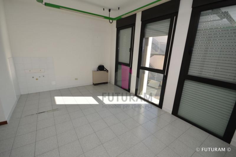 UFFICIO CON DOPPIO INGRESSO___Altavilla Vicentina - https://media.gestionaleimmobiliare.it/foto/annunci/190226/1946065/800x800/010__9b_risultato.jpg