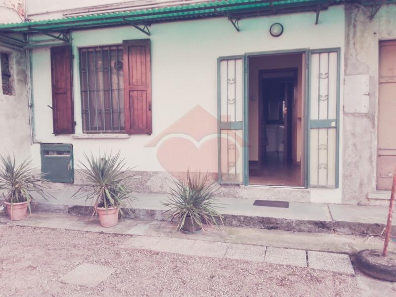 Appartamento in buone condizioni in vendita Rif. 9670158