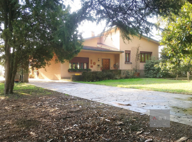 Casa Indipendente in buone condizioni in vendita Rif. 9703250