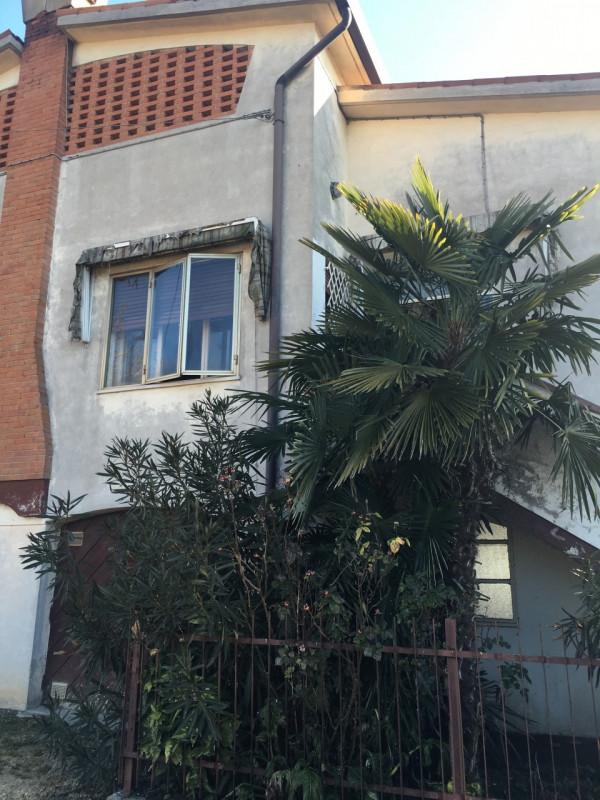 Appartamento in discrete condizioni arredato in vendita Rif. 9703878