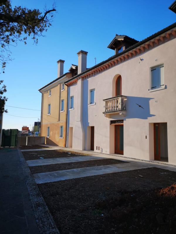 Appartamento in vendita a Volpago del Montello, 4 locali, zona Località: Venegazzù, prezzo € 135.000 | CambioCasa.it