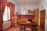 appartamento in vendita Tavarnelle Val di Pesa foto 016__sambuca_tavarnelle_vendesi_appartamento_posti_auto_012.jpg