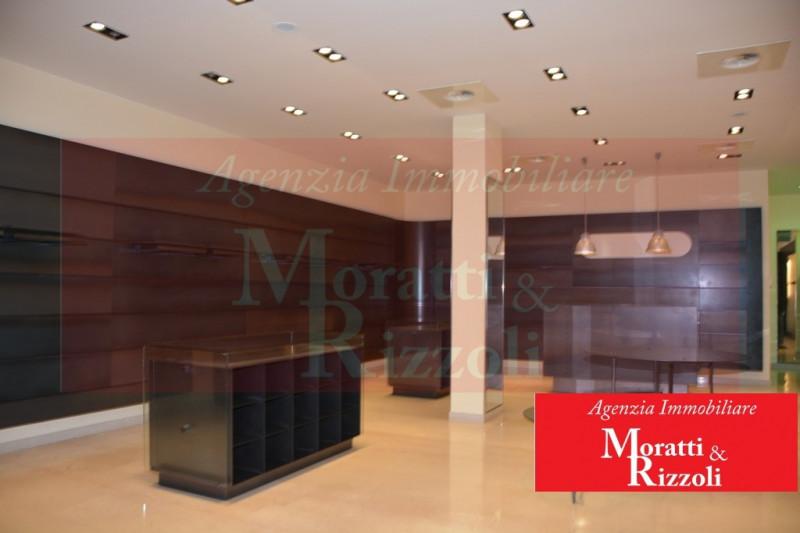 Attività commerciale in ottime condizioni arredato in vendita Rif. 9894647