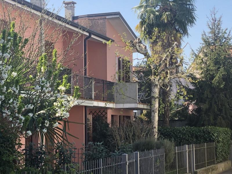 Appartamento in ottime condizioni in vendita Rif. 9943628