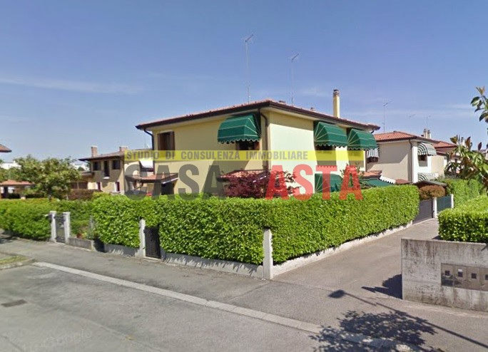 Villetta a schiera in buone condizioni in vendita Rif. 11680987