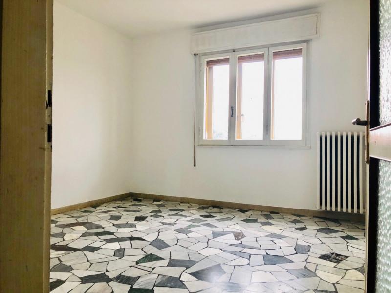 Appartamento in piccola palazzina, posizione tranquilla e ben servita - https://media.gestionaleimmobiliare.it/foto/annunci/190403/1974498/800x800/006__camera_2.jpg