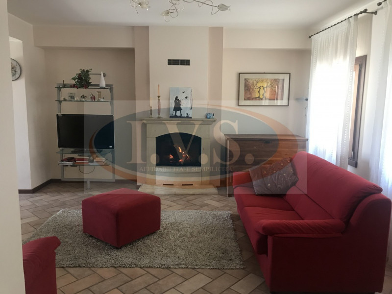 Rustico / Casale in buone condizioni in vendita Rif. 10174407