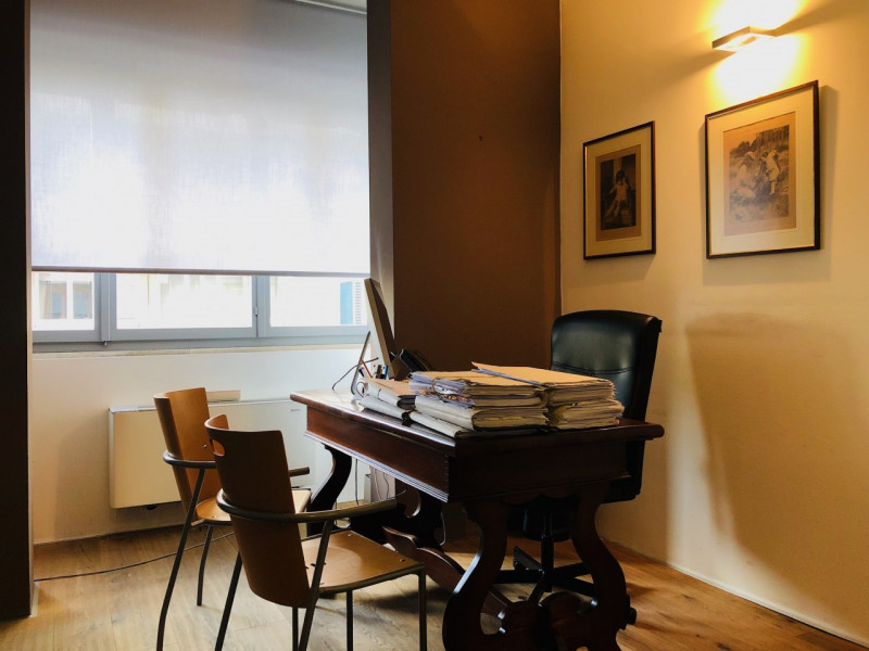 Ufficio finemente ristrutturato completo di arredi, ottima posizione - https://media.gestionaleimmobiliare.it/foto/annunci/190415/1980632/800x800/004__ufficio_5.jpg