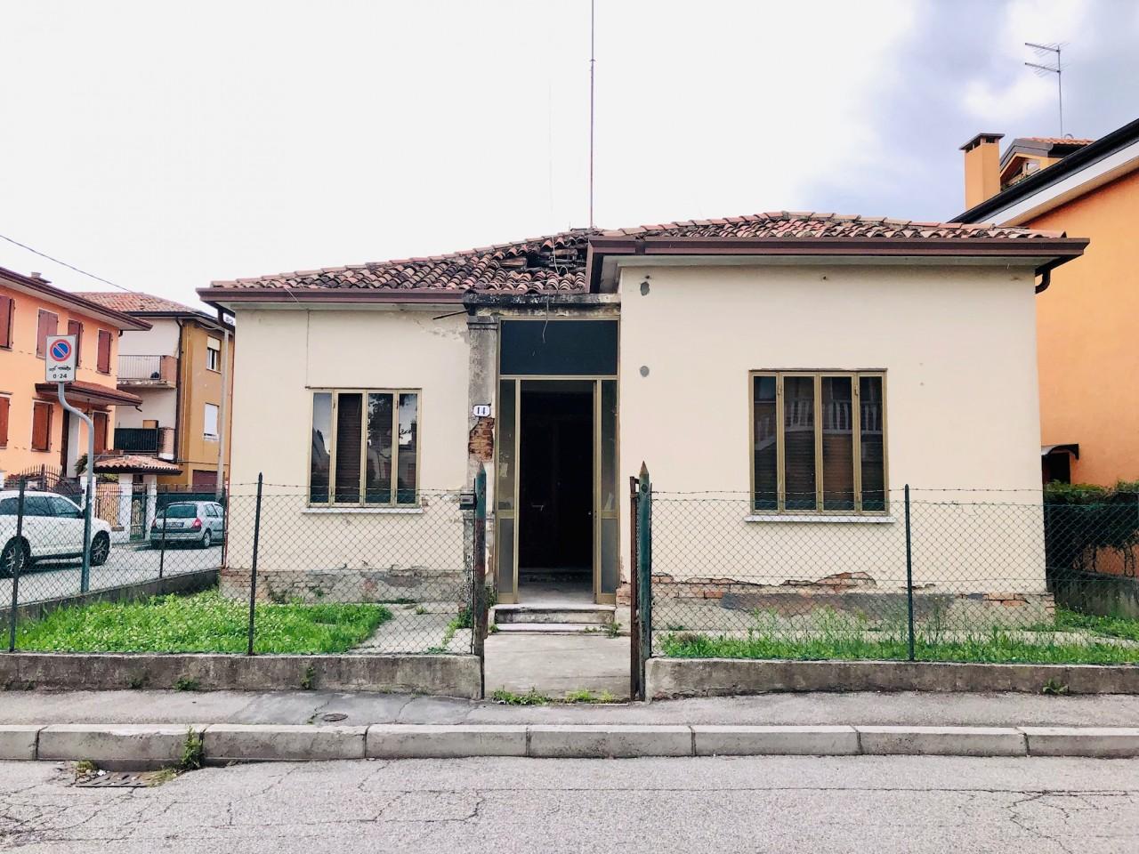 Casetta indipendente con giardino da ristrutturare - https://media.gestionaleimmobiliare.it/foto/annunci/190503/1989738/1280x1280/000__esterno_5.jpg