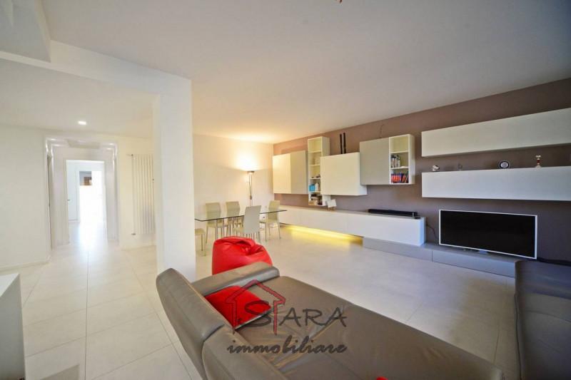 Grande e bellissimo appartamento in pieno centro - https://media.gestionaleimmobiliare.it/foto/annunci/190503/1989909/800x800/001__soggiorno.jpg