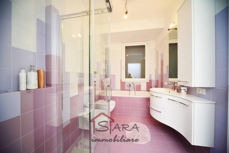 Grande e bellissimo appartamento in pieno centro - https://media.gestionaleimmobiliare.it/foto/annunci/190503/1989909/800x800/007__bagno.jpg