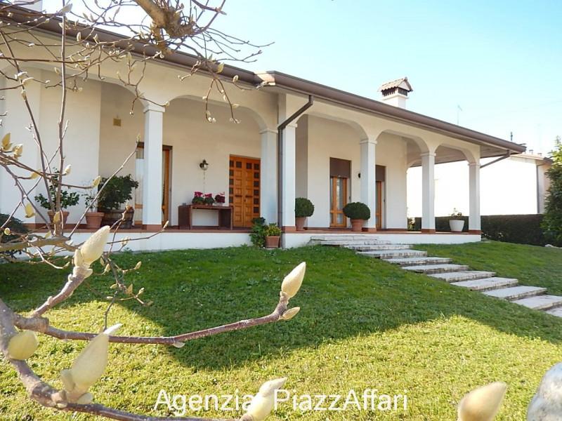 Villa in buone condizioni in vendita Rif. 10164879