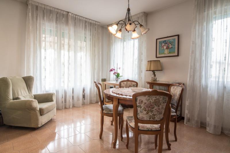 Appartamento in buone condizioni in vendita Rif. 10394815