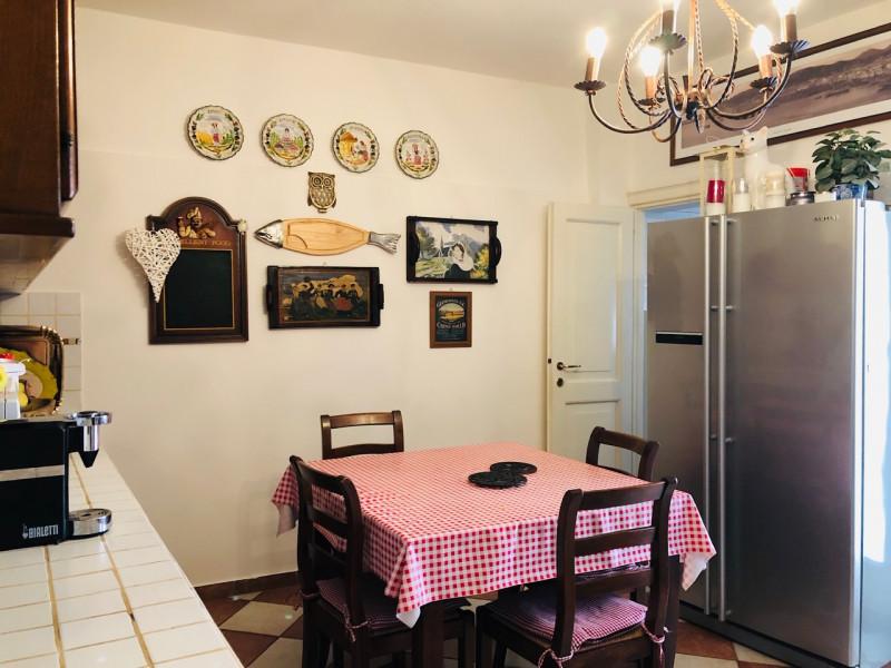 Centralissimo occhio di portico con garage - https://media.gestionaleimmobiliare.it/foto/annunci/190517/1995839/800x800/006__cucina_2.jpg