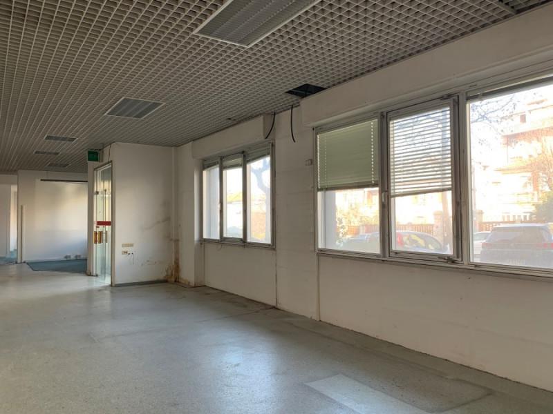Negozio / Locale in affitto a Trieste, 12 locali, zona Zona: Semicentro, prezzo € 2.500 | CambioCasa.it