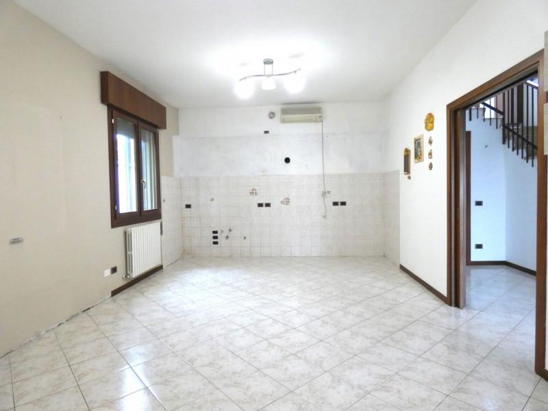 CASA SINGOLA ABITABILE SU LOTTO DI 1000MQ - https://media.gestionaleimmobiliare.it/foto/annunci/190530/2003431/800x800/000__p1030230.jpg