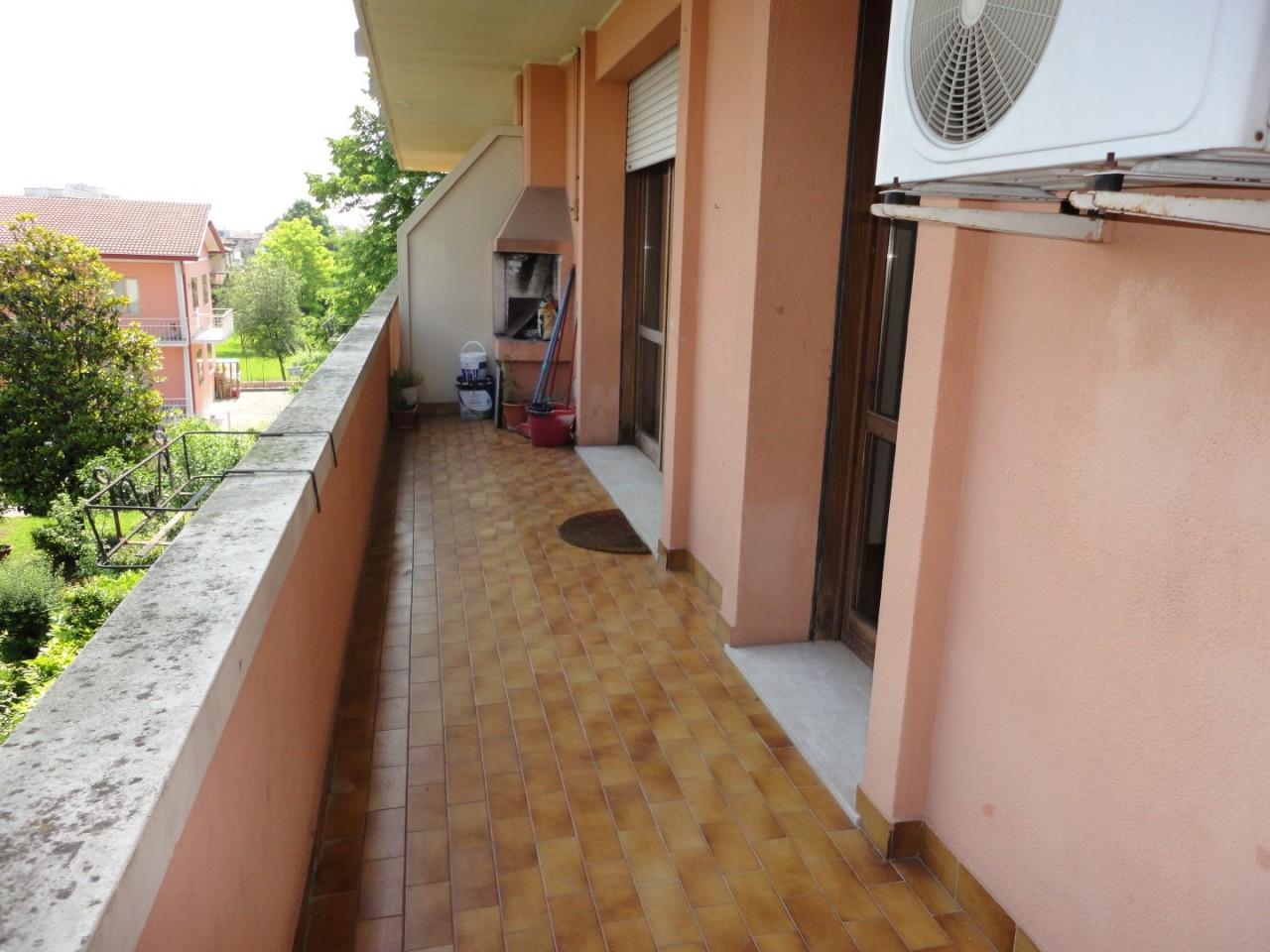 L495 Appartamento bicamere con terrazzo in affitto a Montegrotto Terme https://media.gestionaleimmobiliare.it/foto/annunci/190604/2014770/1280x1280/012__13_terrazzo.jpg