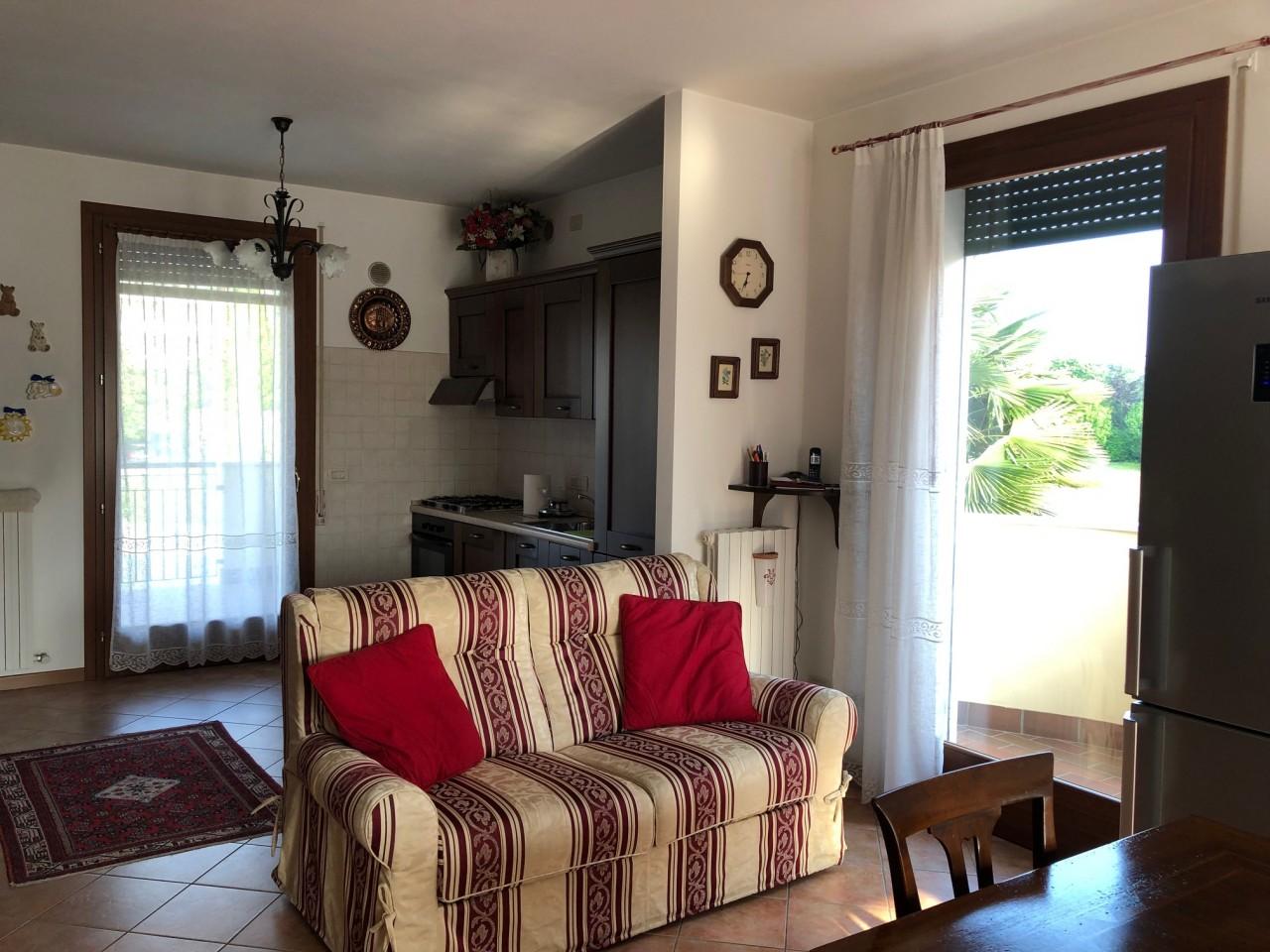 R465 Elegante Porzione di Bifamiliare con giardino a Montegrotto Terme https://media.gestionaleimmobiliare.it/foto/annunci/190606/2016261/1280x1280/004__Porzione_Bifamiliare_Montegrotto_Terme.jpg