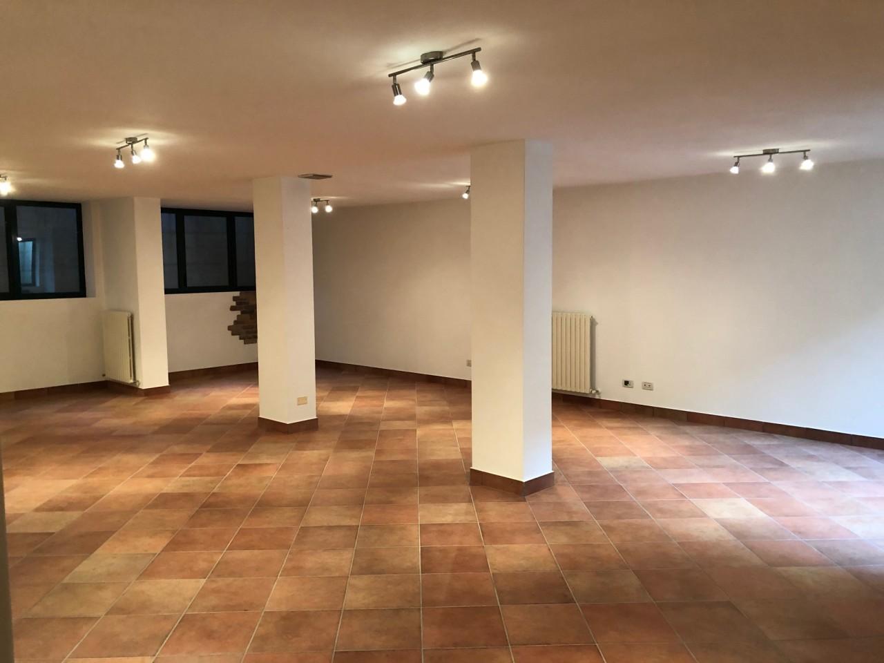 R465 Elegante Porzione di Bifamiliare con giardino a Montegrotto Terme https://media.gestionaleimmobiliare.it/foto/annunci/190606/2016261/1280x1280/016__Porzione_Bifamiliare_Montegrotto_Terme.jpg