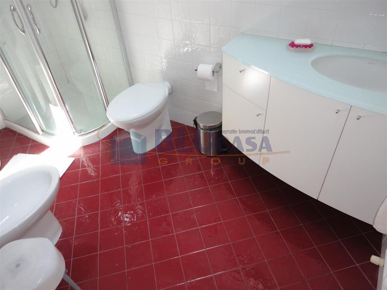 L476 Appartamento in vendita in Centro ad Abano Terme https://media.gestionaleimmobiliare.it/foto/annunci/190608/2016988/1280x1280/008__09_bagno_cieco.jpg