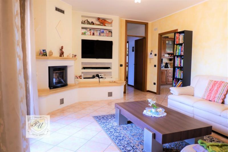 Appartamento in buone condizioni in vendita Rif. 11131389