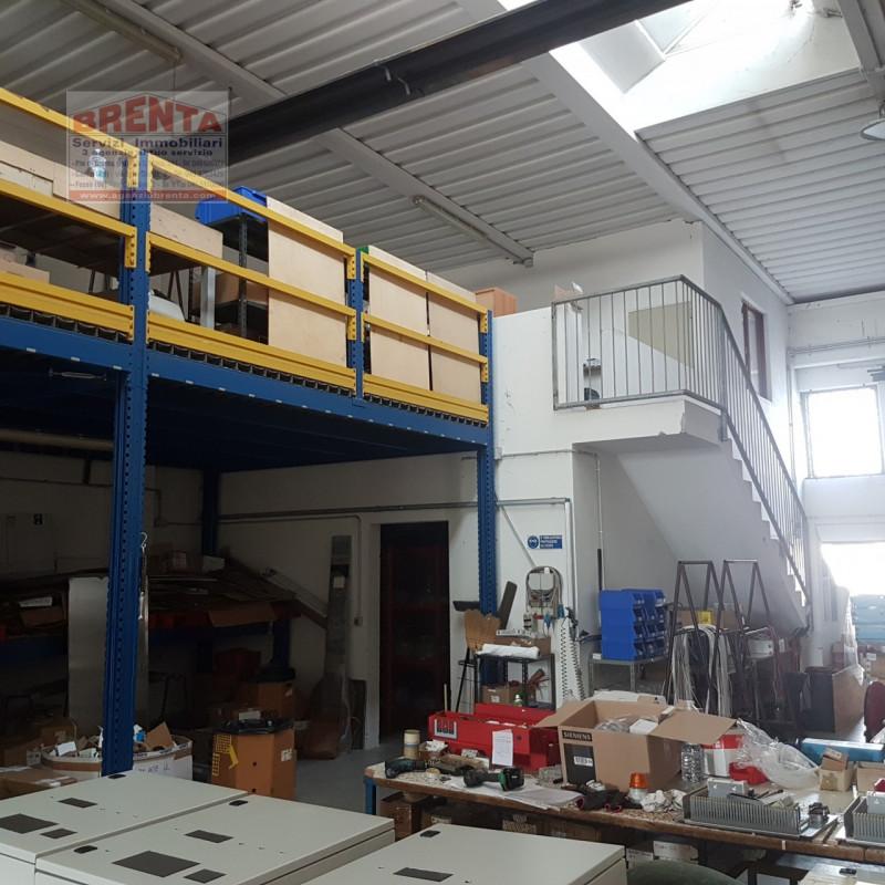 Magazzino - capannone in buone condizioni in vendita Rif. 11138746
