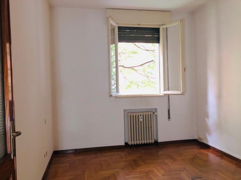 Ufficio in posizione centralissima trasformabile in abitazione - https://media.gestionaleimmobiliare.it/foto/annunci/190626/2025107/800x800/003__stanza2_2.jpg