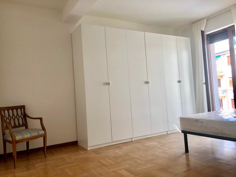 Centralissimo e grande appartamento con terrazza - https://media.gestionaleimmobiliare.it/foto/annunci/190628/2026357/800x800/011__camera_1-1.jpg