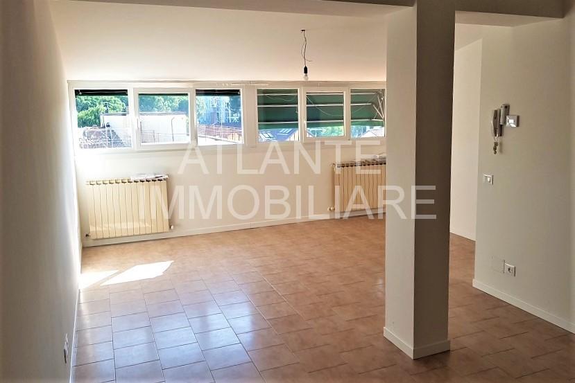 1056 AF Attico in Affitto con due camere, doppi servizi e terrazza esclusiva