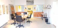 Magazzino ed ufficio di recente costruzione con posti auto