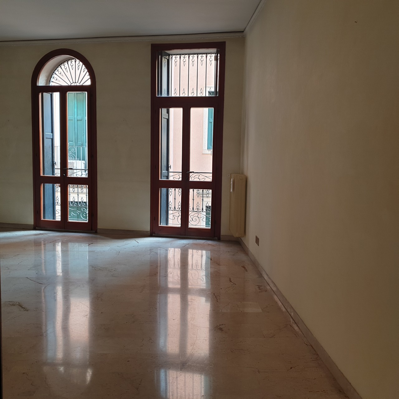 Adiacenze Via Roma affittasi appartamento di 110 mq.