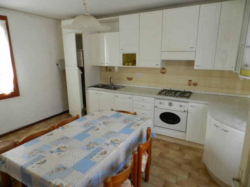 Appartamento in affitto a San Vito di Leguzzano, 5 locali, zona Località: San Vito di Leguzzano - Centro, prezzo € 580   CambioCasa.it