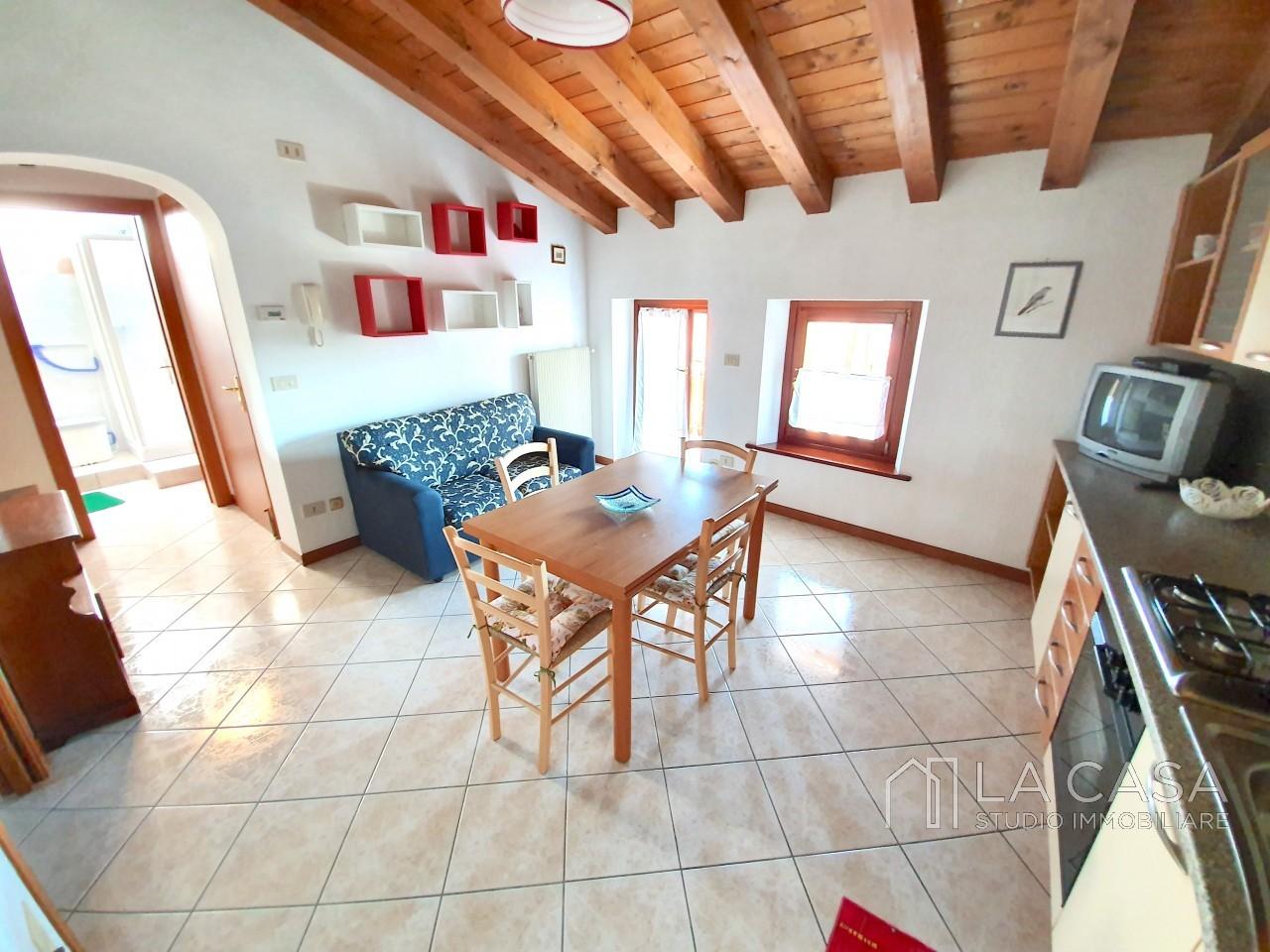 Luminosa recente mansarda in vendita a San Martino al T. - Rif.A2 https://media.gestionaleimmobiliare.it/foto/annunci/190709/2030476/1280x1280/000__20190710_161133.jpg