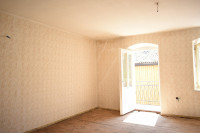 Una stanza, bagno e cucina - da risanare