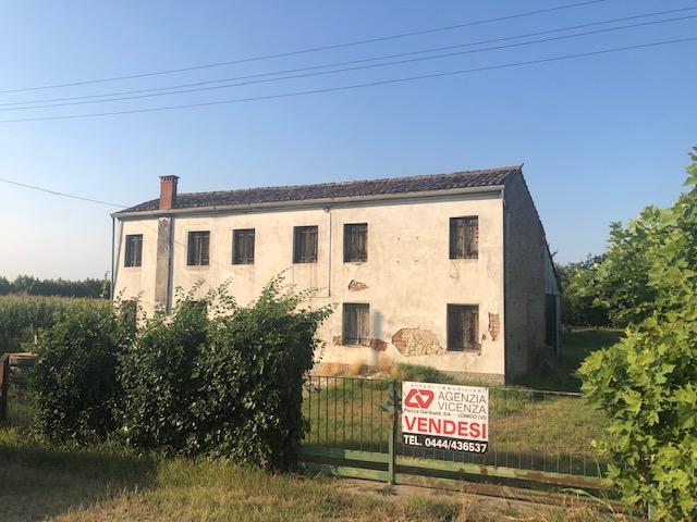 Rustico / Casale da ristrutturare in vendita Rif. 10801805