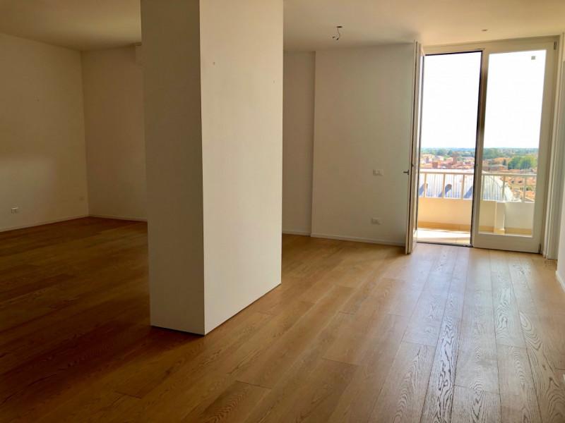 Centralissimo e bellissimo grande appartamento con vista - https://media.gestionaleimmobiliare.it/foto/annunci/190726/2039836/800x800/005__zona_giorno.jpg
