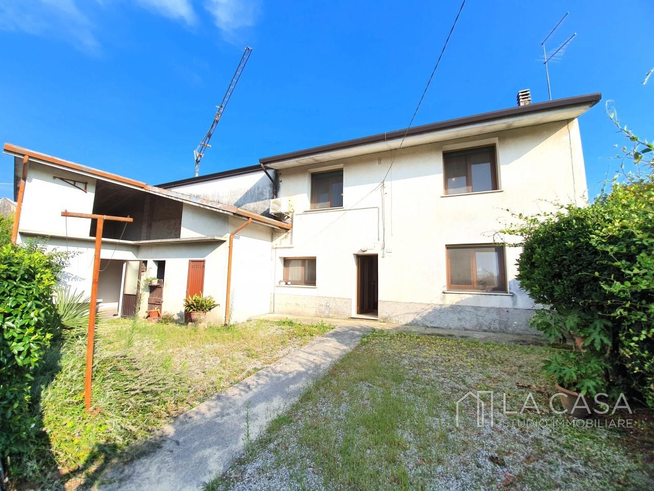 Rustico tricamere in vendita a San Vito al Tagliamento - Rif.R6 https://media.gestionaleimmobiliare.it/foto/annunci/190730/2054394/1280x1280/001__20190805_175128_wmk_0.jpg