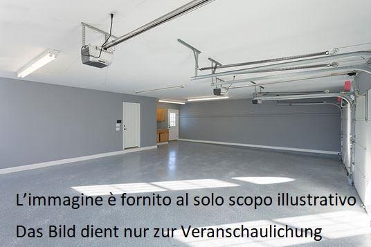 Bolzano, Via Amalfi: Garage
