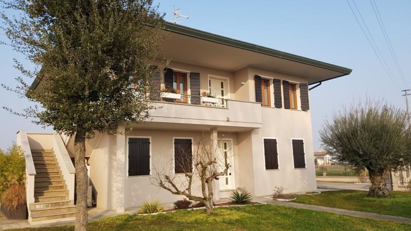 Casa Indipendente in ottime condizioni in vendita Rif. 10862813
