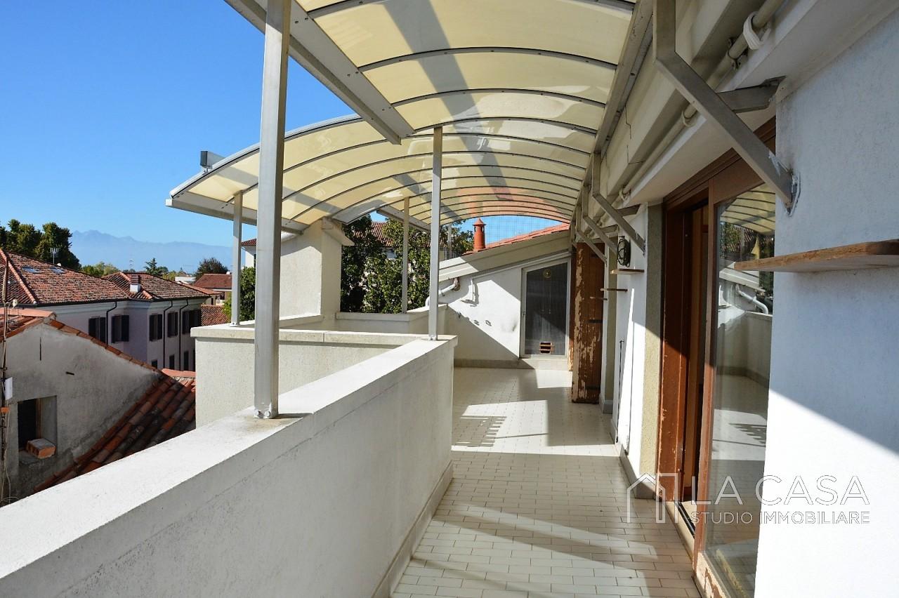 Luminoso attico in vendita a San Vito al Tagliamento - Rif.A14 https://media.gestionaleimmobiliare.it/foto/annunci/190830/2065456/1280x1280/001__terrazza_1_wmk_0.jpg