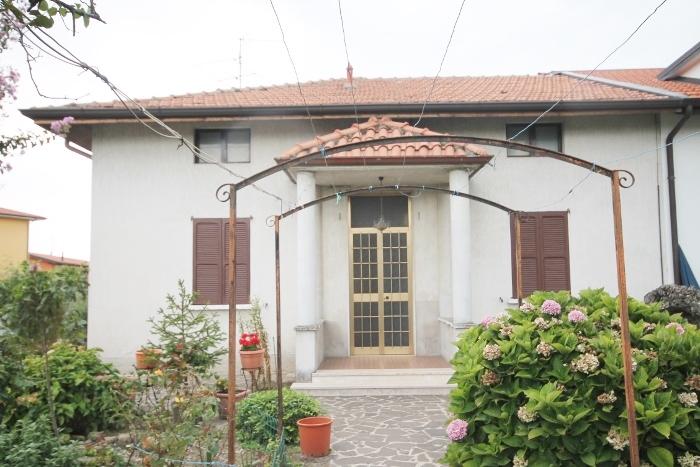 Appartamento da ristrutturare in vendita Rif. 11027985