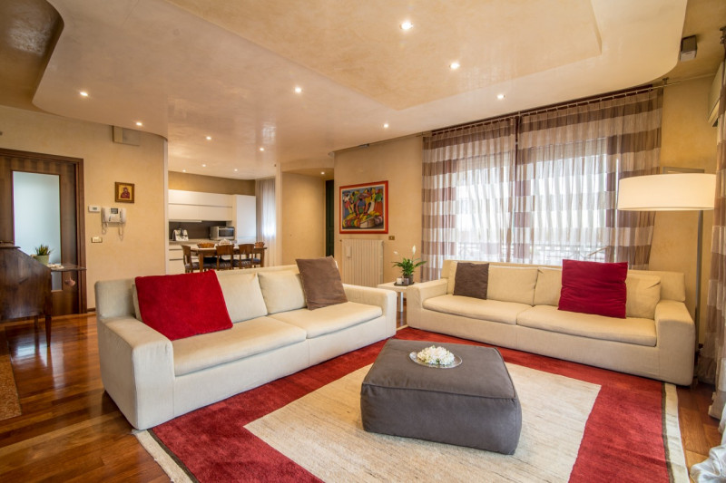 Appartamento in ottime condizioni in vendita Rif. 11100340