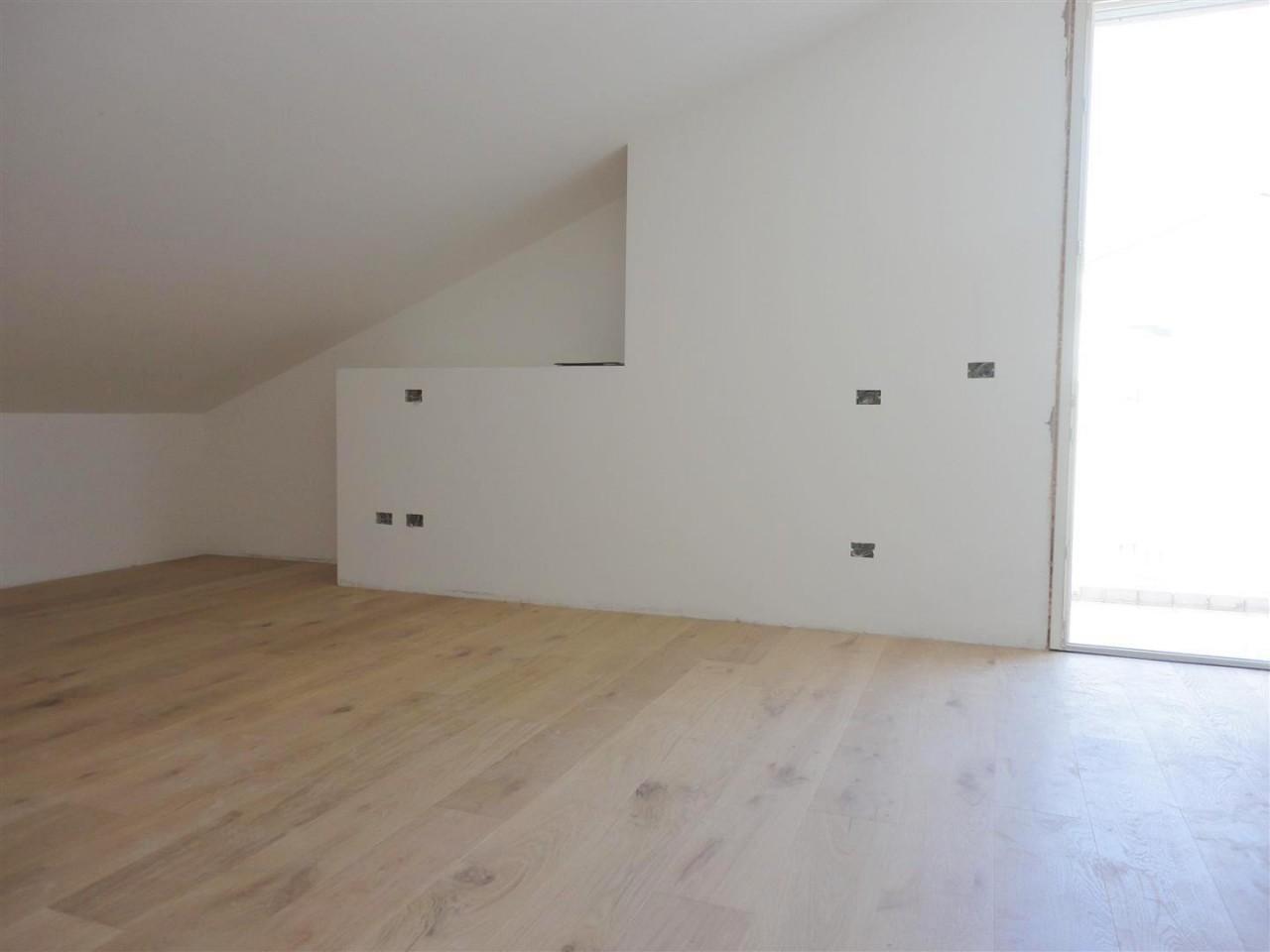 D278 Nuovo appartamento tricamere su due livelli in vendita ad Albignasego https://media.gestionaleimmobiliare.it/foto/annunci/190917/2070775/1280x1280/010__11_camera.jpg