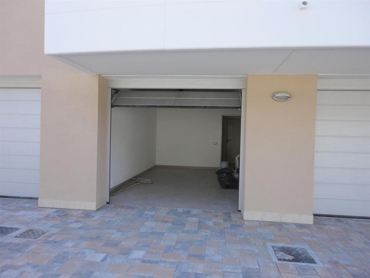 D278 Nuovo appartamento tricamere su due livelli in vendita ad Albignasego https://media.gestionaleimmobiliare.it/foto/annunci/190917/2070775/1280x1280/015__16_garage.jpg