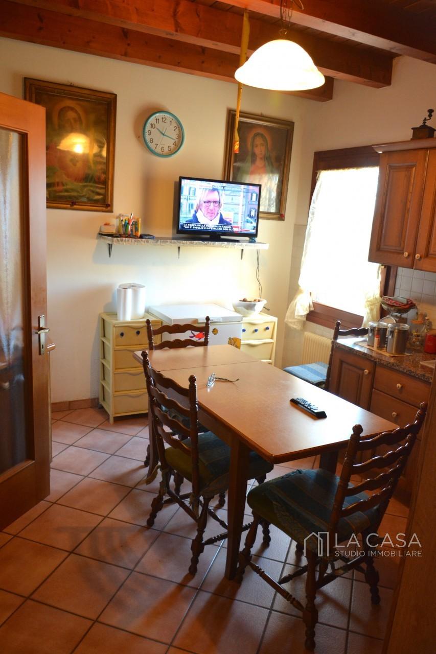 Intero rustico bifamiliare in vendita a San Giorgio della Richinvelda - Rif.B3 https://media.gestionaleimmobiliare.it/foto/annunci/190926/2073945/1280x1280/032__dsc_6912_wmk_0.jpg