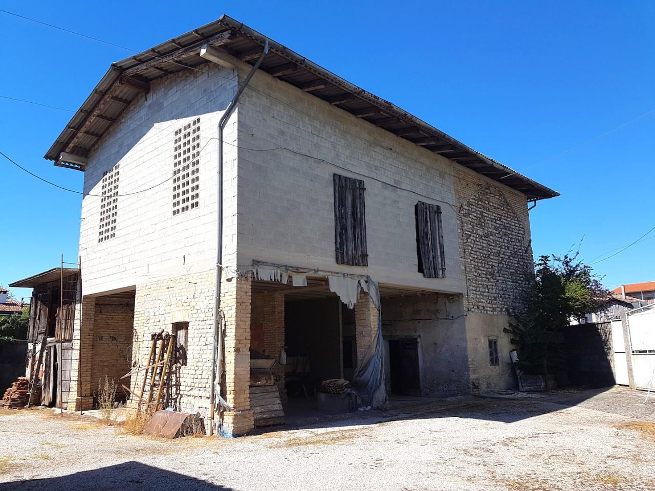 Grande proprietà in vendita a Valvasone-Arzene - Rif.R13 https://media.gestionaleimmobiliare.it/foto/annunci/190926/2074189/1280x1280/005__20160808_150158.jpg