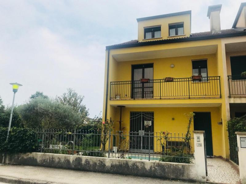 Appartamento in ottime condizioni arredato in vendita Rif. 11211393