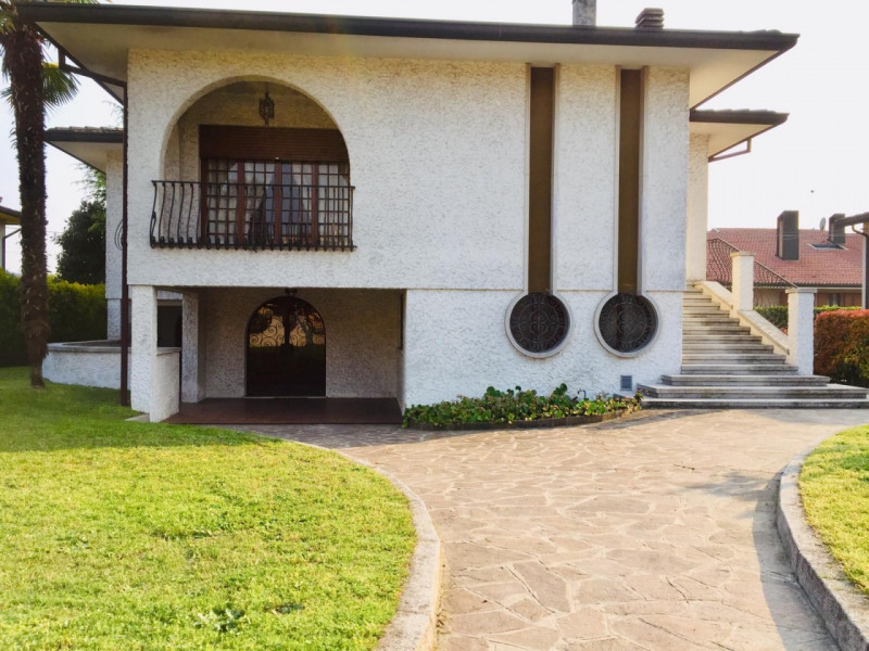 Villa in buone condizioni in vendita Rif. 11221428